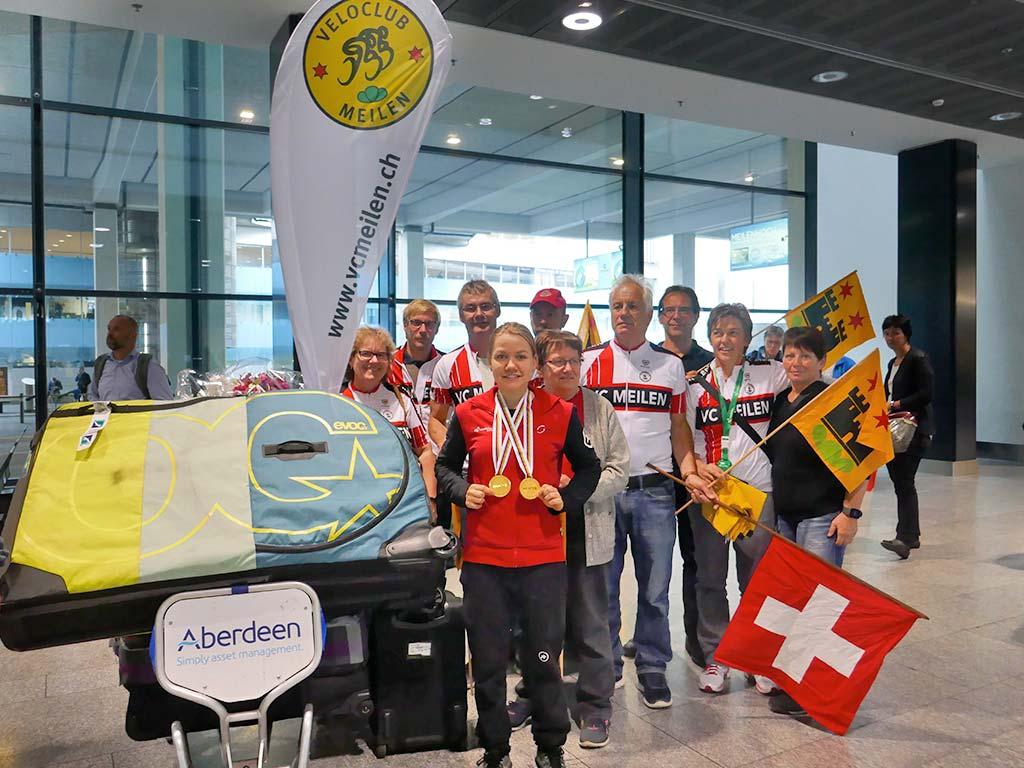 Empfang der Doppelweltmeisterin am Flughafen Zürich